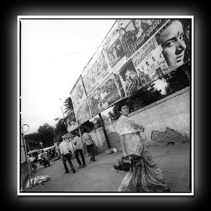 2012 affiche inde 020