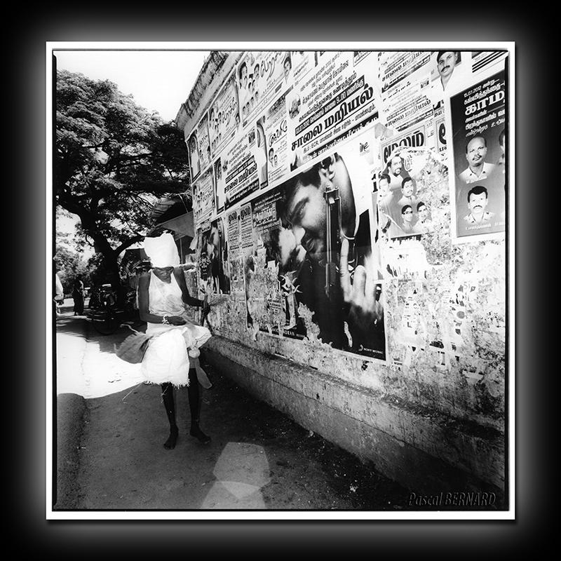 2012 affiche inde 009