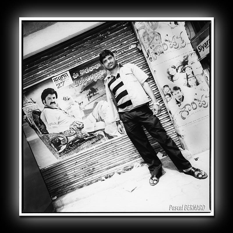 2012 affiche inde 007