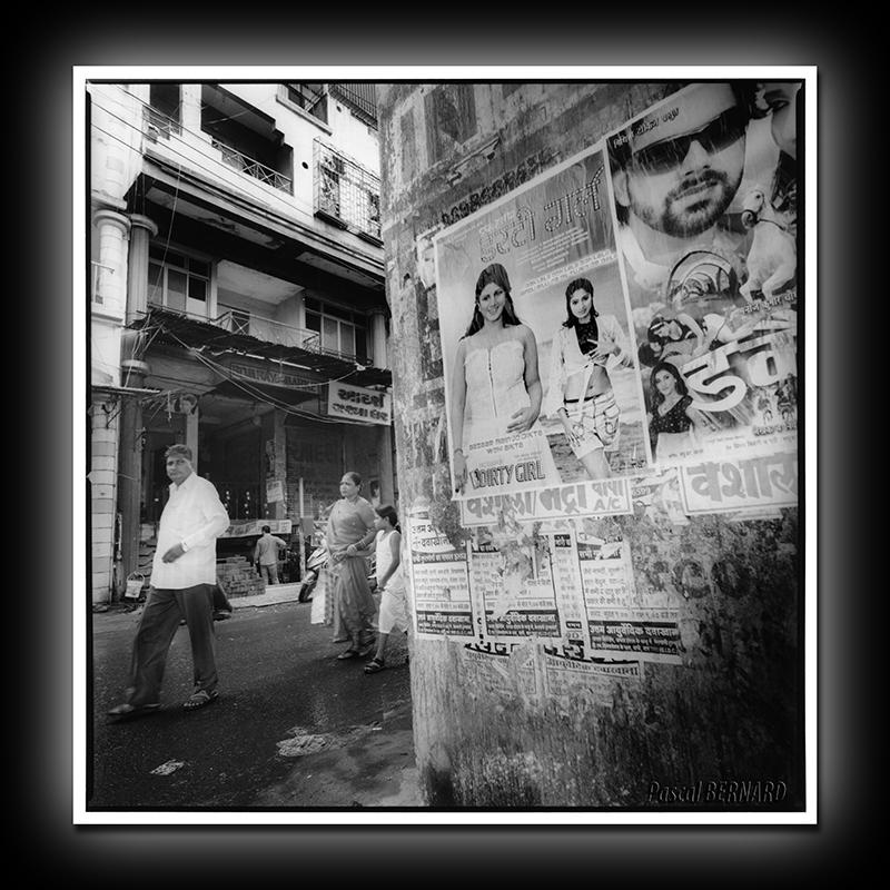 2012 affiche inde 019