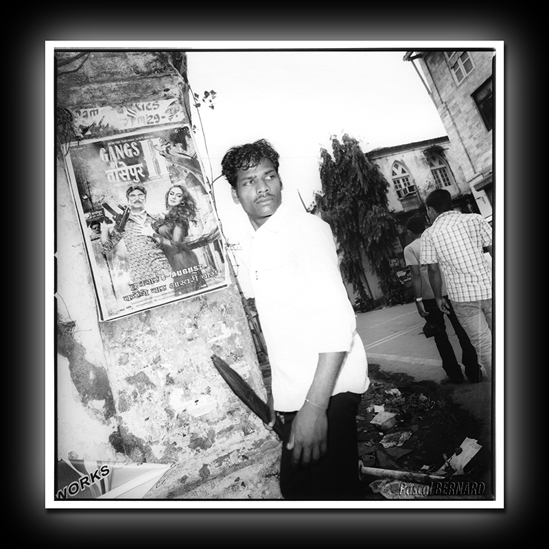 2012 affiche inde 015