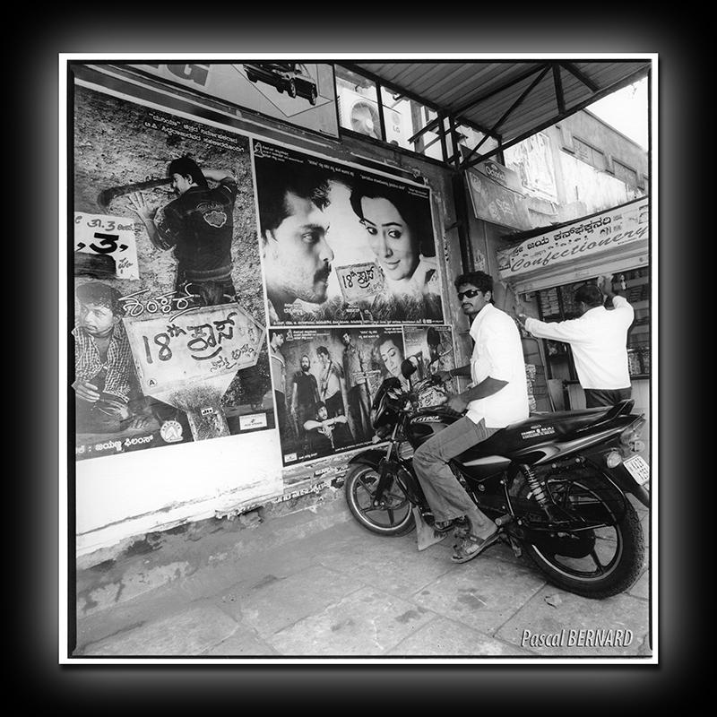 2012 affiche inde 016