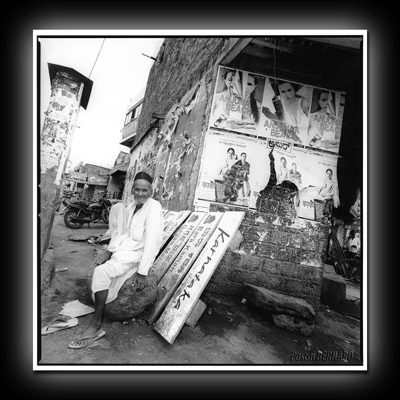 2012 affiche inde 012