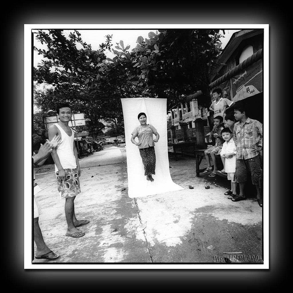 entre parenthese femme birmanie